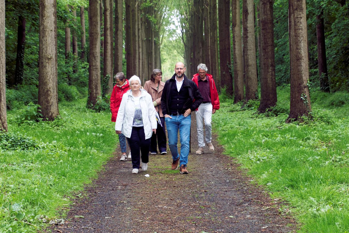 Jan Vantoortelboom op zijn lezerstoer in Elverdinge 2 - foto Carel Bruring