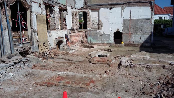 Tijdens de werkzaamheden is onder meer een kelder uit de vijftiende eeuw ontdekt.