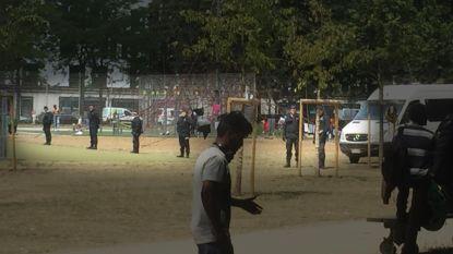 Opnieuw honderden migranten in Maximiliaanpark