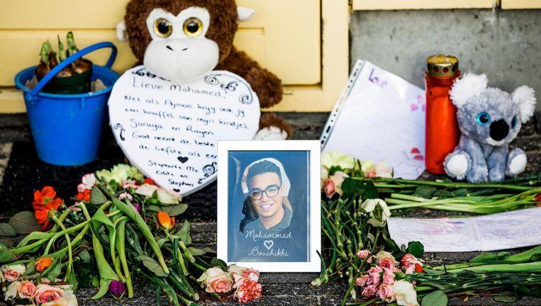Op de plek van de moord werden bloemen neergelegd Beeld ANP