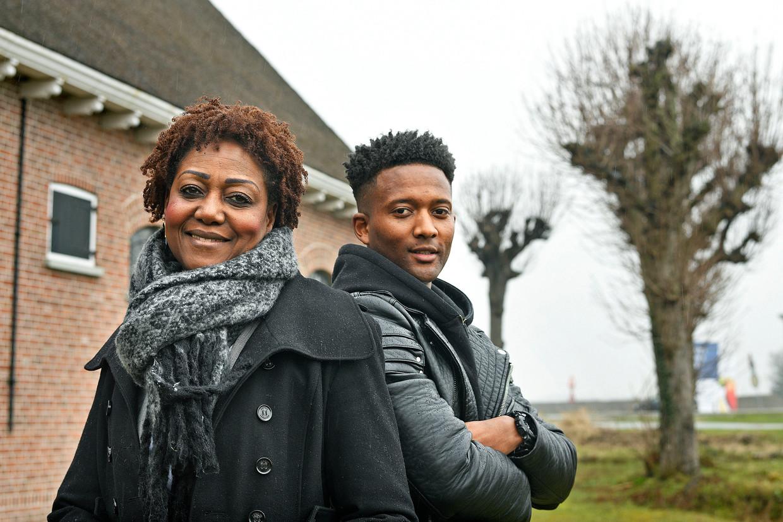 Onderzoeker Marjorie Esajas samen met de bij PEC Zwolle gestrande voetballer Faduka Toussaint. Beeld Guus Dubbelman / de Volkskrant