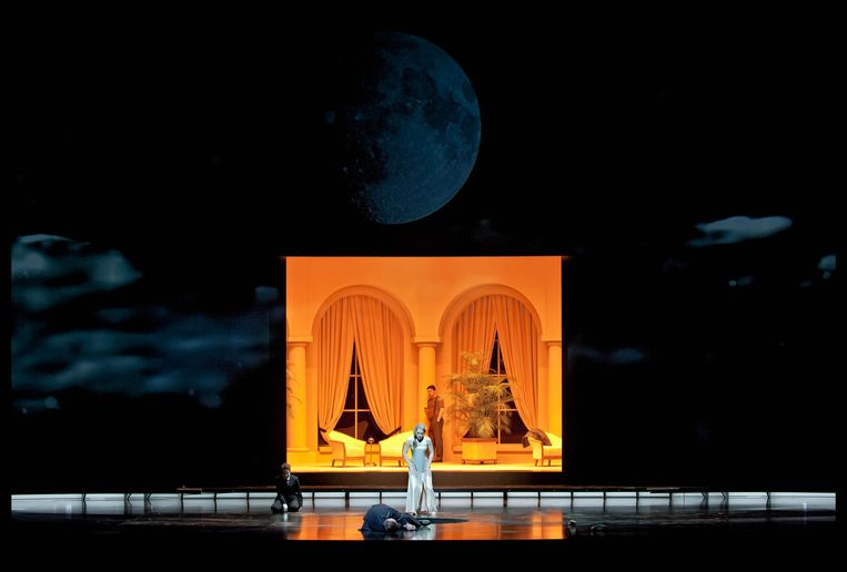 Het nachtelijke maan-decor voor 'Salome' van Jan Versweyveld Beeld rv