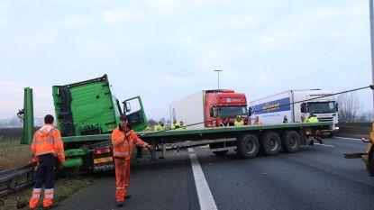 Zware verkeershinder op E17 na botsing tussen twee vrachtwagens