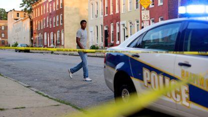 Amerikaans politieagent geschorst nadat hij man in elkaar slaat op straat