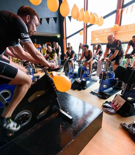 Oldenzalers houden spinningmarathon voor Alpe d'HuZes en Giro di KIKA