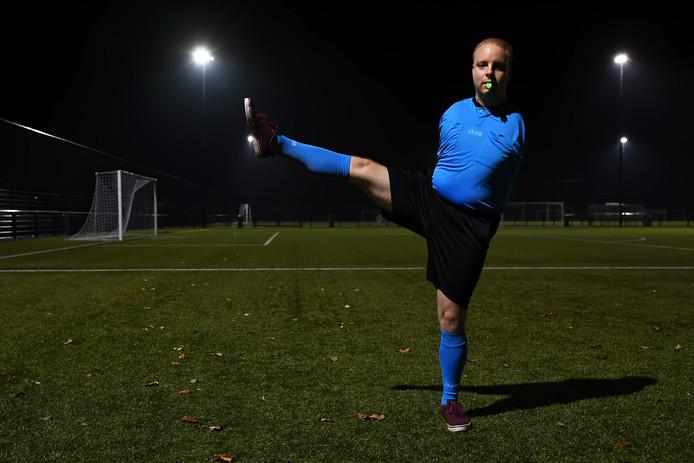 Emiel van Engelen is sinds 18 mei 2018 gecertificeerd scheidsrechter. Heeft geen armen maar is ontzettend lenig met zijn benen. Geeft gele kaarten via de grensrechters, schud handen met zijn voeten en geeft met zijn benen zelfs buitenspel aan.