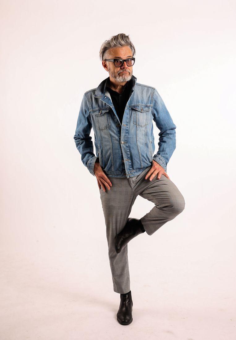 Wie goed op één been kan staan, zal op z'n oude dag minder kans hebben om stom te vallen, weet Marcel.