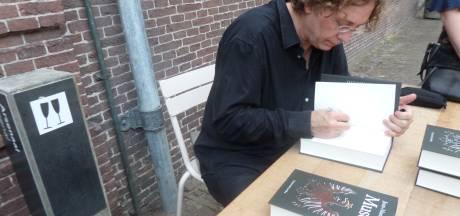 Letteren op Loevestein: Tekenaar van Fokke en Sukke signeert eerste deel van zijn trilogie over Johan de Witt