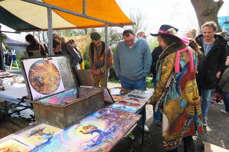 Kunstenaars stellen hun werk tentoon op de Ruigmarkt Beeld Martine Mulder