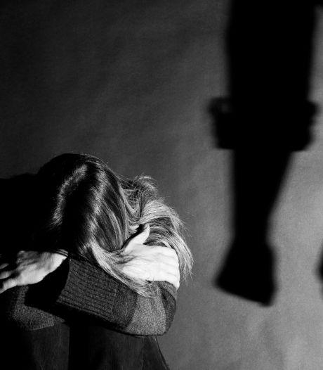 """Prison avec sursis pour un père qui bâillonnait, séquestrait et frappait sa fille: """"Sa manière de la protéger"""""""