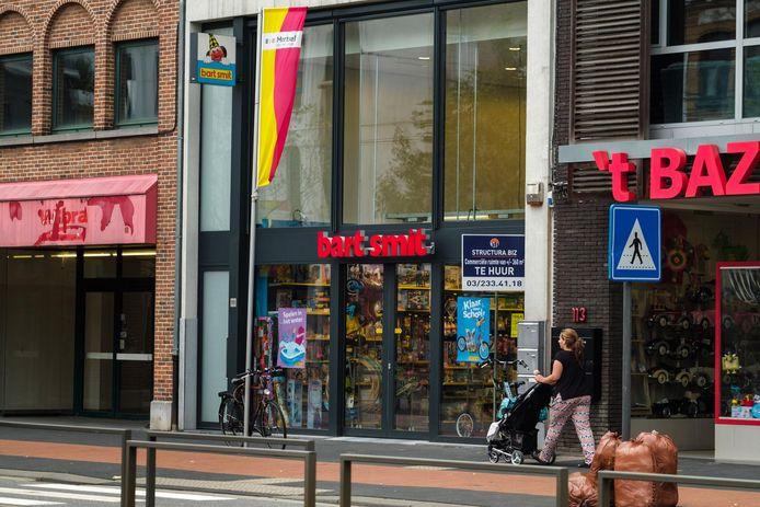 Bart Smit Speelgoedpaleizen België emploie 108 travailleurs et compte 26 magasins en Belgique, dont 2 en Wallonie (à Namur et Charleroi) et 24 en Flandre. N'étant plus approvisionnés, ils étaient fermés depuis la mi-septembre.