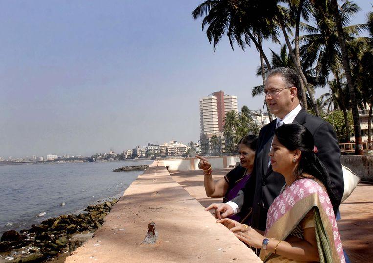 Burgemeester Ahmed Aboutaleb reist stad en land af om bedrijven naar de Maasstad te halen, tevergeefs, zo blijkt. Hier is hij in Mumbai, India. Beeld Getty Images