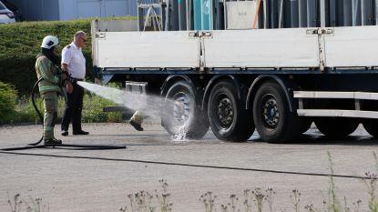 Vrachtwagen vol zuurstofflessen moet geblust worden aan Lierseweg