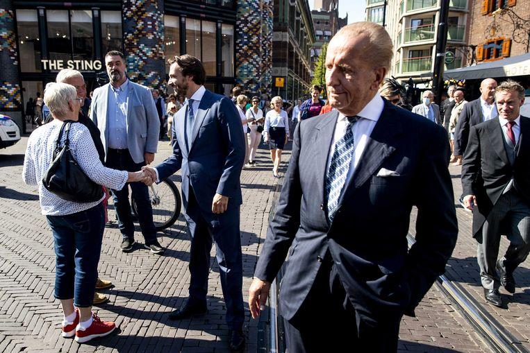 Forum voor Democratie-Kamerleden Theo Hiddema (voorgrond) en Thierry Baudet na afloop van de troonrede in de Grote Kerk op Prinsjesdag.  Beeld ANP/Sem van der Wal