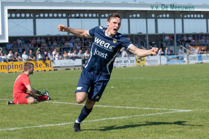 Xander van der Poel maakte twee goals namens Kloetinge tegen De Meeuwen.