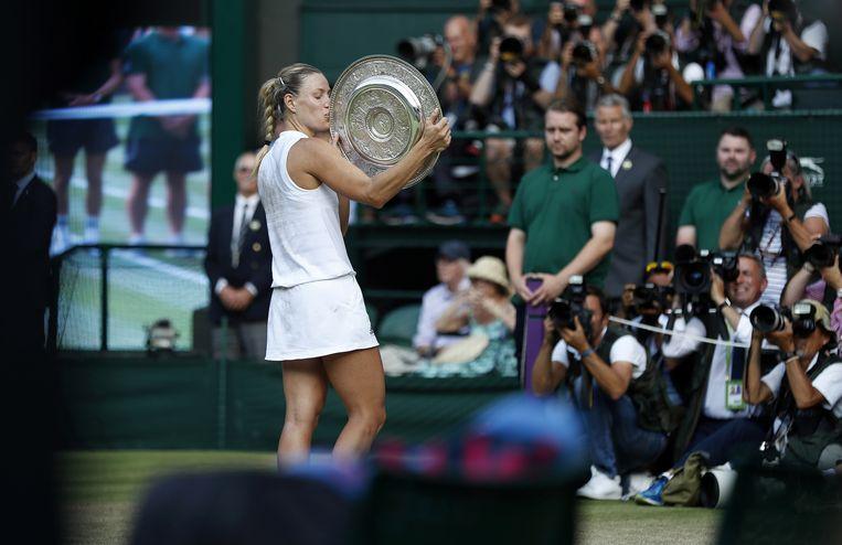 Angelique Kerber na haar winst op Serena Williams in de Wimbledon-finale Beeld AFP