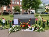 Vlaggen en bloemen, Enschede herdenkt vuurwerkramp in stilte