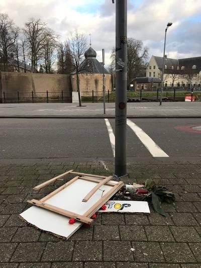 Trieste aanblik monument doodgestoken Paul Pluijmert