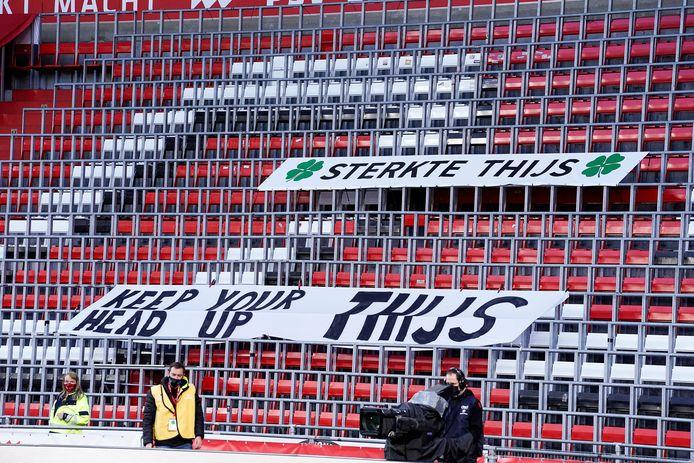 Thijs Slegers kreeg dit weekend op de tribune tijdens PSV-ADO Den Haag steunbetuigingen van de PSV-supporters. Ze maakten ook een speciale video voor hem.