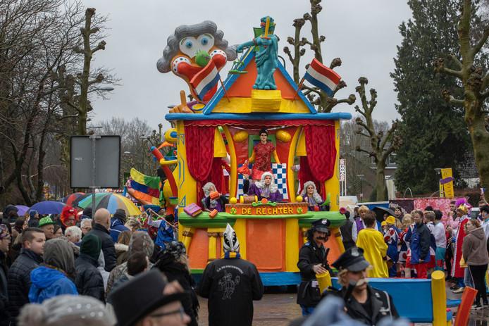 Zoals elk jaar ook dit jaar weer veel grote wagens tijdens de Kempenoptocht in Hapert.