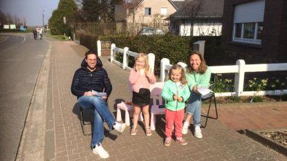 Voordeurpret: corona brengt buren Aaigemdorp (veilig) dichter bij elkaar met 'straat-bingo'