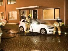 Auto raakt zwaar beschadigd bij brand in Dordrecht
