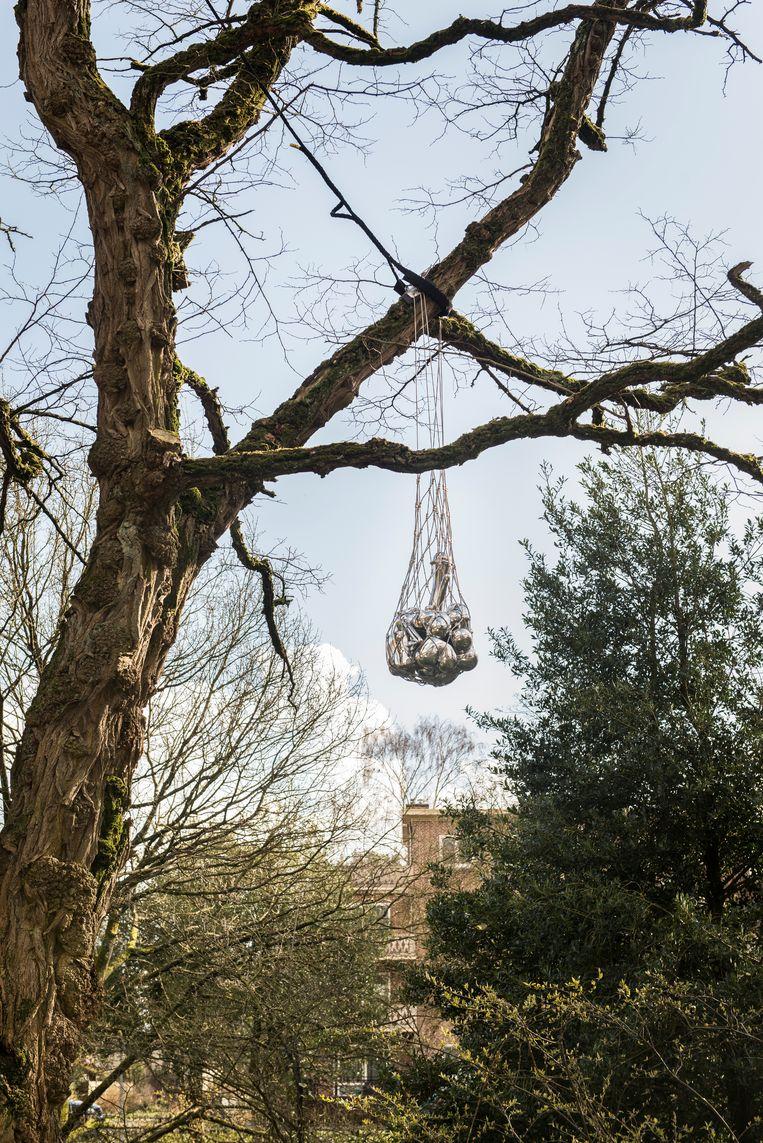 Boomsieraad van Maria Roosen in Apeldoorn, Sprengenpark. Beeld Eva Faché