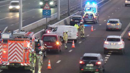 Drie wagens betrokken in ongeval op E403: meteen hinder op eerste dag van werken aan op- en afrittencomplex in Loppem
