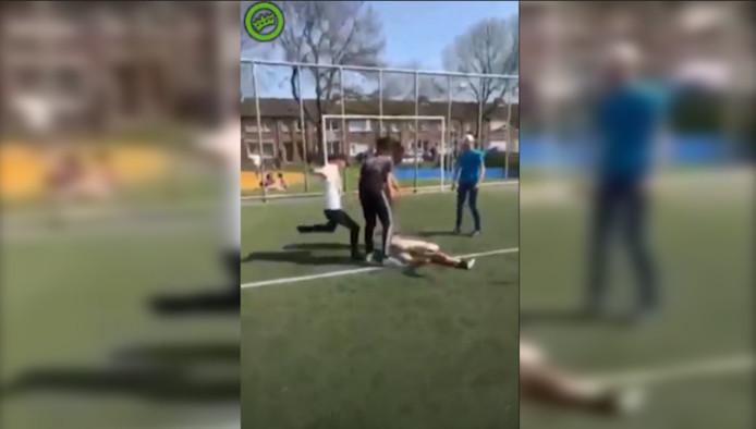 Beelden Tonen Hoe 14 Jarige Jongen Zwaar Wordt Mishandeld In Tilburg
