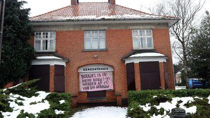 Oppositie houdt (nutteloze) stemming tegen verkoop oud gemeentehuis
