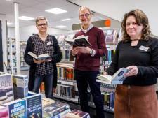 Drukte bij bibliotheek Staphorst: 'Mensen willen nog snel nieuwe boeken voordat we dicht gaan'