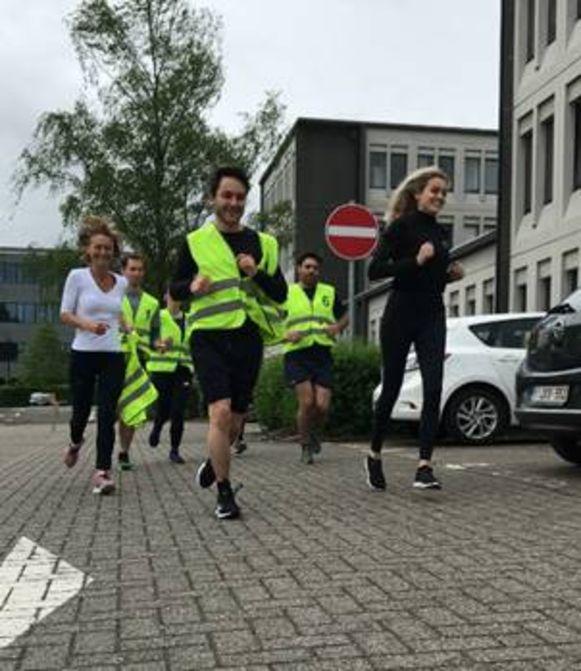 De werknemers van Gevers liepen regelmatig toertjes rond het gebouw in Diegem. Mede daardoor werd de firma tot 'fitste onderneming' van Vlaams-Brabant gekroond.