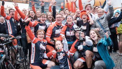 """'8 op een rij' organiseert fietsmarathon voor Kom op tegen Kanker: """"Lieve verloor de strijd tegen kanker, wij beloofden haar te blijven fietsen"""""""