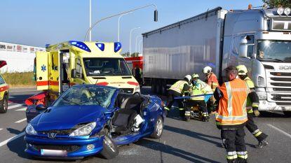Jonge vrouw gewond na ongeval met vrachtwagen