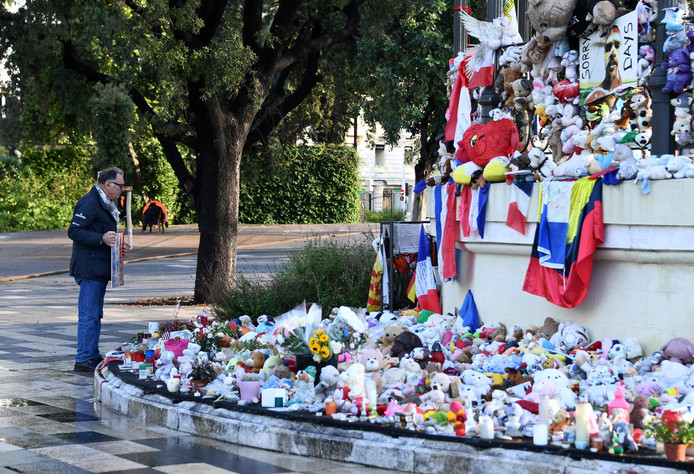 Gedenkplek aan de boulevard in Nice waar op 14 juli 2016 meer dan 80 mensen omkwamen toen een jihadist met een vrachtwagen inreed op de mensenmassa die er was verzameld voor een vuurwerkshow.