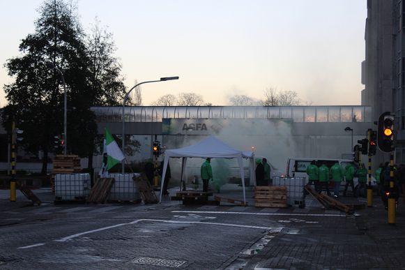 De stakers bij beeldvormingsgroep Agfa-Gevaert in Mortsel sloten de straten af.