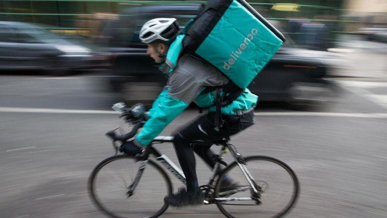 Deliveroo wil bezorgers niet langer in dienst nemen, maar als zelfstandige inhuren. Beeld ANP