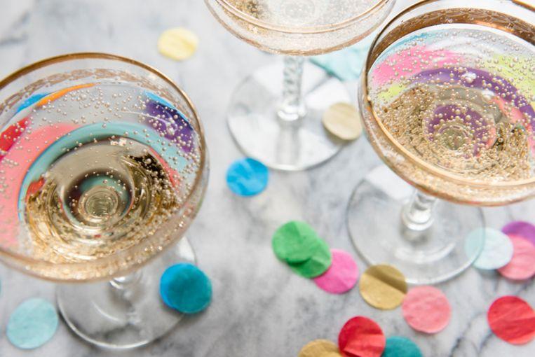 Het belooft gezellig te worden op het champagnefeest.
