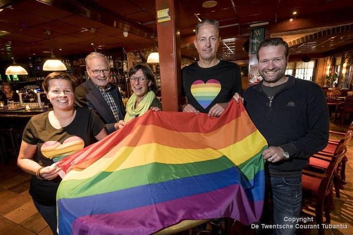 De organisatoren van de Roze Zaterdag die volgende week voor de tiende keer wordt gehouden in het Lutter cafe Plexat