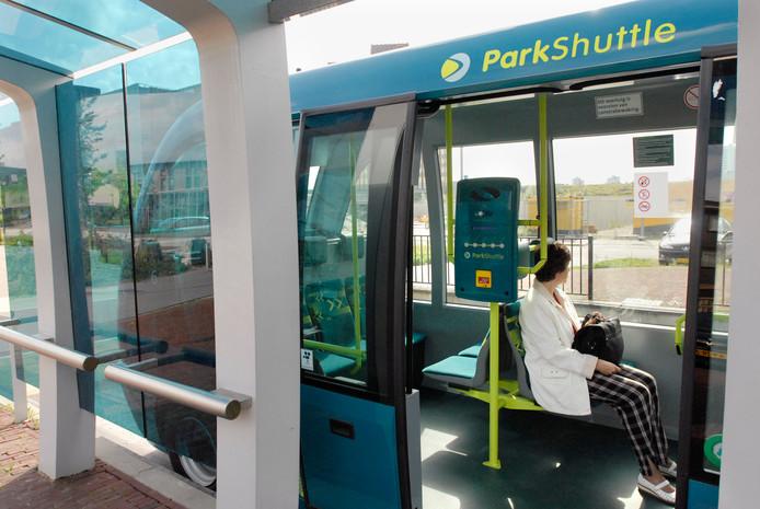 Nederland, Capelle a/d IJssel, onbemande autobusdienst van Connexxion van metrostation Kralingse Zoom naar kantorenpark Rivium.