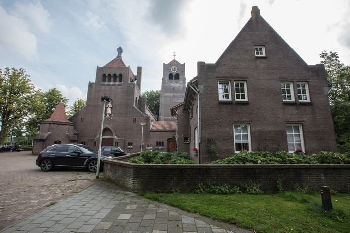 De Bernadettekerk in Spoordonk.