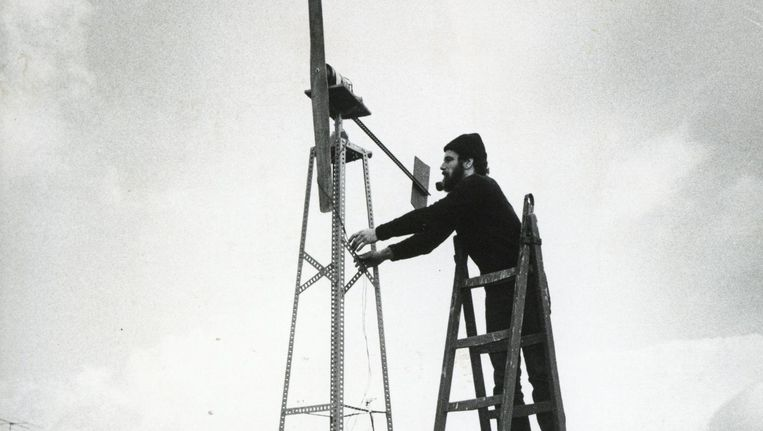 De windmolen bij Sloterdijk in 1972. Op de trap Chris Westra. Beeld Hans van den Boogaard