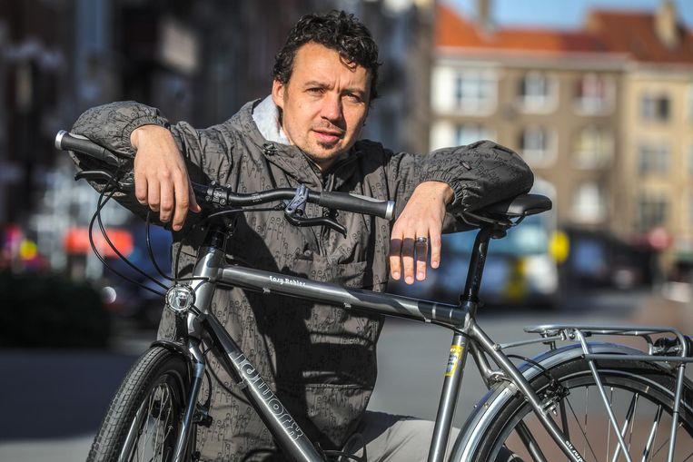 Fotograaf Pieter Clicteur trekt met een speciale fiets naar Portugal.