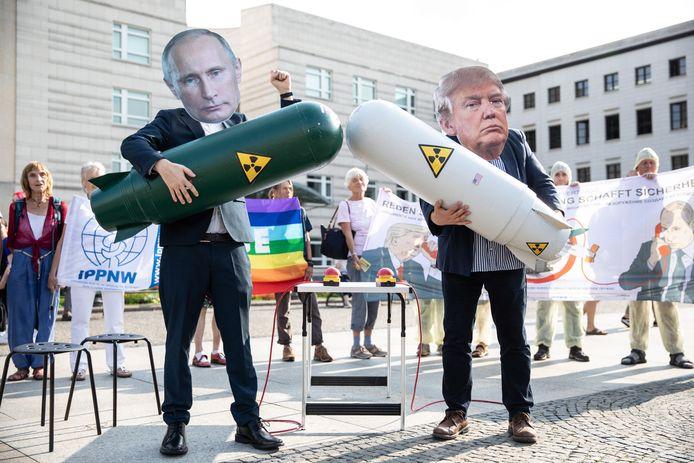 Demonstratie in Berlijn tegen het stopzetten van het 'Intermediate-Range Nuclear Forces'-verdrag tussen de VS en Rusland.