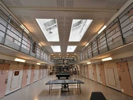 Gedetineerde gevangenis Zutphen ernstig gewond na vechtpartij om gebruik telefooncel