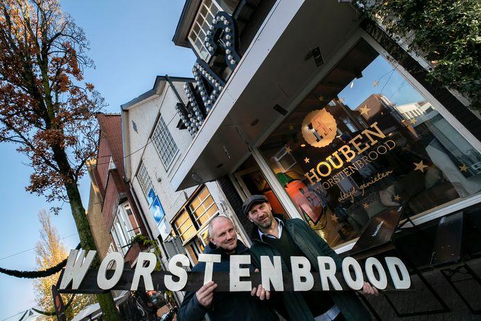 Vooruitlopend op de nieuwe zaak in het centrum van Eindhoven openden Bart (rechts) en Luc Houben vrijdag een pop-upwinkel aan de Kleine Berg.