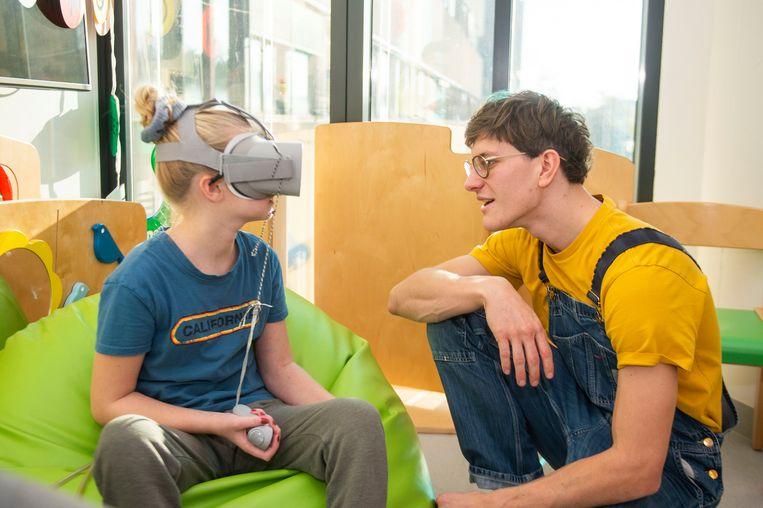 Met de nieuwe app 'VR Wonderwater' kunnen kinderen hun ziekenhuiskamer laten transformeren tot een fantasiewereld.