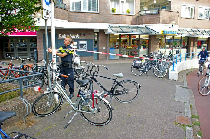 De politie bij de Zeeman in Veenendaal na de overval.