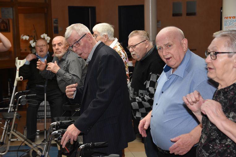 Rock-'n-rollatordans in Huize Ter Walle.