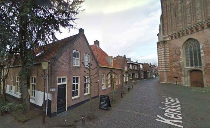 Kerkstraat 74 aan de voet van de Sint-Martinuskerk in de vesting Woudrichem was tot november 1942 het woonhuis van het gezin van Hartog Benjamin.